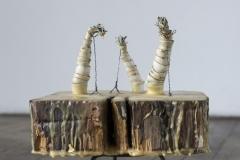© Julia Schmölzer, glasierte Keramik, Wachs, Holz